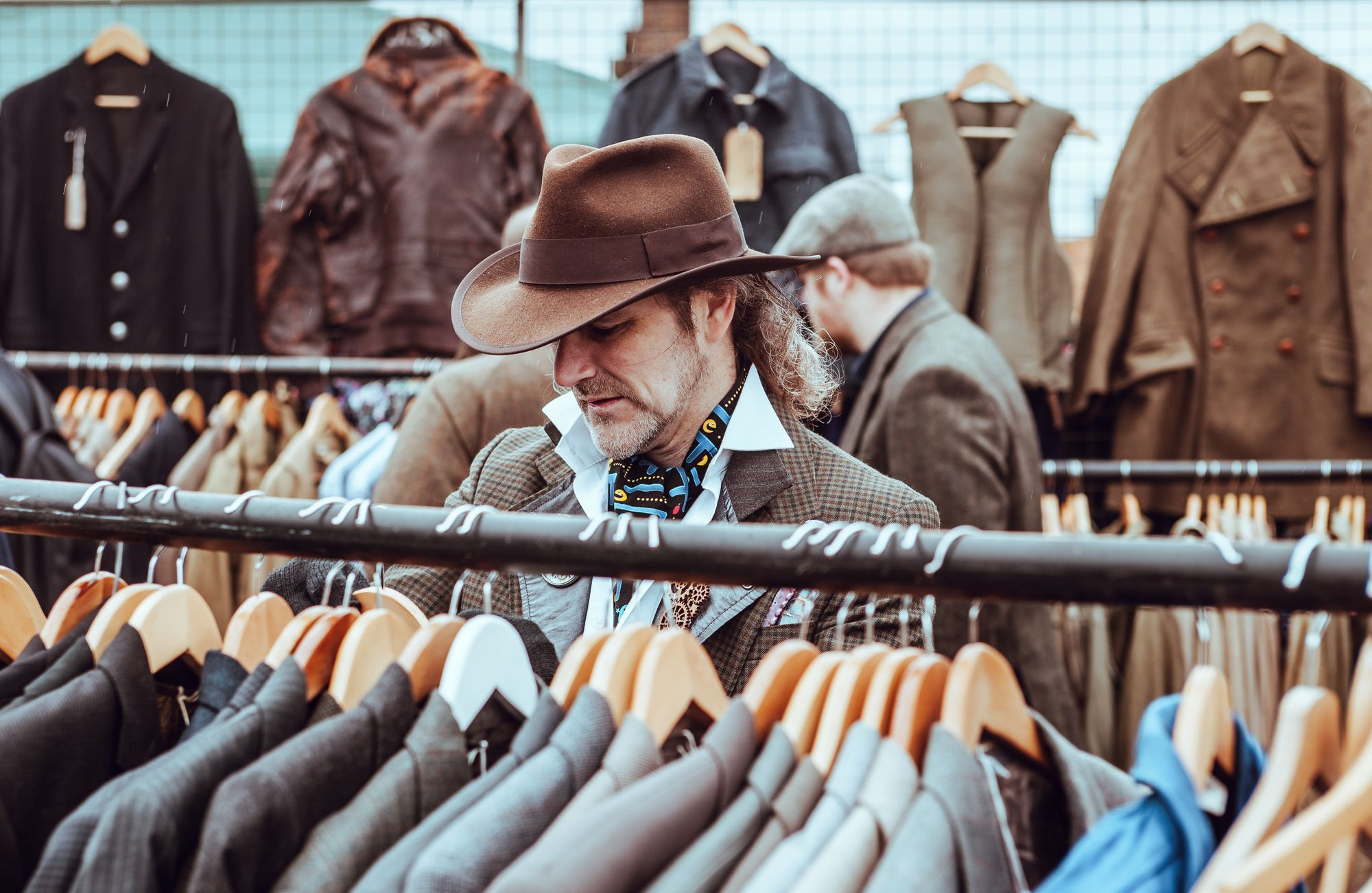 Things you should know while shopping men's clothes online